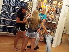 Candid voyeur volleyball teen at the mall in spandex