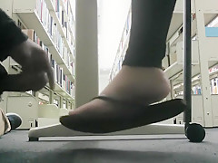Guy cums on foot in public (SOURCE ??)