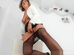 Sexy Cougar Mother Cumming On Camshow