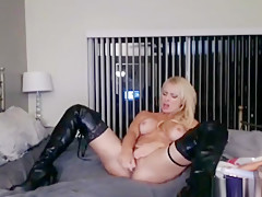 Sexy Hot Babe Loves To Play With Her Toys