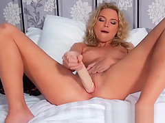 Mofos - Shes A Freak - Blondes Do Have All Th