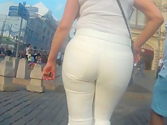 Juicy big butts sexy milfs in tight pants