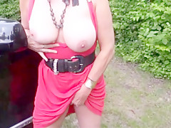 Ehefrau unterwegs mature german wife as a street bitch