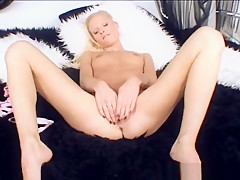 Glam Teen Solo Fingering Her Wet Pussy