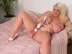 Jen Plays With Her Vibrator