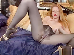 Milf In Pantyhose Has Hot Solo Show