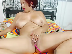 Good Looking Curvy Chatting Live With Her Admirers