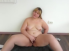 smokes beautiful young bbw with hairy pussy