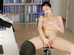 Hot Ryu Uses Toy To Get Pleasure At The Office - JapanHDV