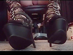 Gothic Tranny Foot Show