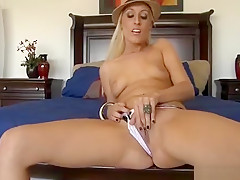 Babe Gets Her Ass Licked And Snatch Drilled In Doggy