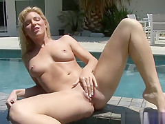 Blonde Babe Shows Off In Pool