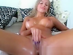 Sexy Body-oiled Teen Toying Pussy Squirt On W