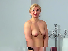 Blonde body building beauty masturbates for sexy agent