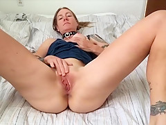 Morning Pussy Play Rubing One Out in Bed