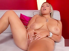 Crystal Swift in Ddfbusty Blonde busty babe spreading pussy
