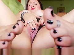 Yelahiag - Mature Foot Model plays with her feet and pussy