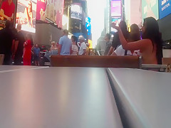 TOPLESS GIRL GETS BODYPAINTED IN PUBLIC IN NEW YORK BEFORE TAKING PICTURES