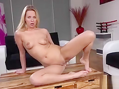 Flawless Kitten Is Peeing And Fingering Shaven Vagina