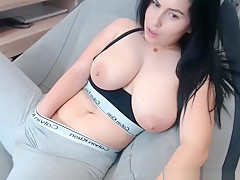 Stunning Huge Boobs Camgirl Makes Herself Squirt