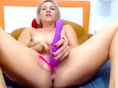 Stephy Jone plays and relaxes on cam