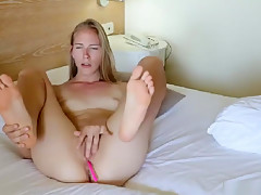 Hottest Slender Camwhore Makes Her Pussy Wet