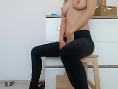 Rubbing my clit in yoga pants.Intense orgasm for my spanish fan. Amateur