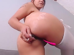 Amateur Brunette Camgirl With Natural Huge Boobs And Big Ass