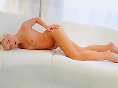 Solo Girl Likes Softcore Play When She's In Need Of Knob