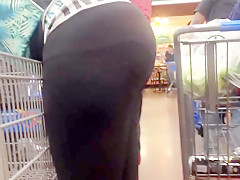 Pregnant bubble booty checkout line