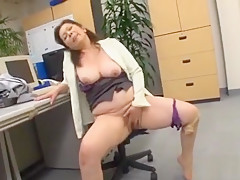 Gorgeous Older Babe Gets Licked And Fucked Roughly