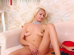 Blonde Webcam Sut Rubbing Her Pussy