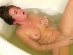Yanks BBW Samantha's Fingervibe in the Tub