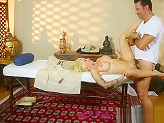 Mature babe massaged and pussyfucked