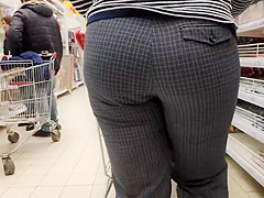 Gorgeous juicy ass mature mom very tasty bulges in tight pan