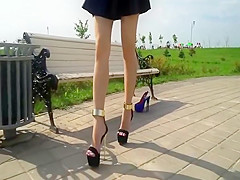 PERFECT FEET IN EXTREME HIGH HEELS