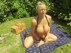 Picnic pussy play