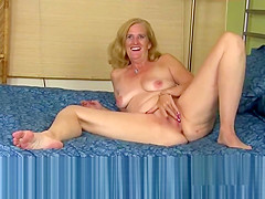 Mature pussy rubbing