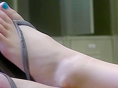 Voyeur (2): cute blonde's feet at library.