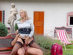 Daria Glower Nasty Babe Pissing Fetish Outdoor