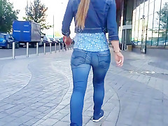 Sexy russian wrigle ass on the street.mp4