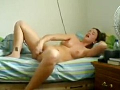 Woman records herself masturbating for her absent husband