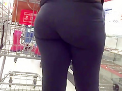 Sexy black ass in spandex