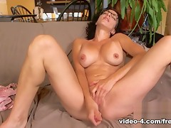 Livecam Bianca Squirts On Her Face - KinkyFrenchies