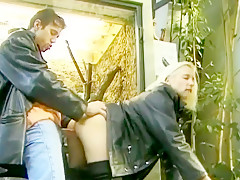 Horny Public, Outdoor sex scene