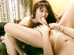 Kinky Ling Min gets some full body service from a group of girls