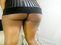 Dark skinned bombshell putting her big booty on display for
