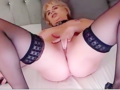 Gorgeous blonde milf on cam
