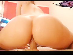 Big Oiled Ass Rides Dildo