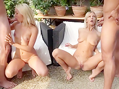 Pee fun with blond Babes